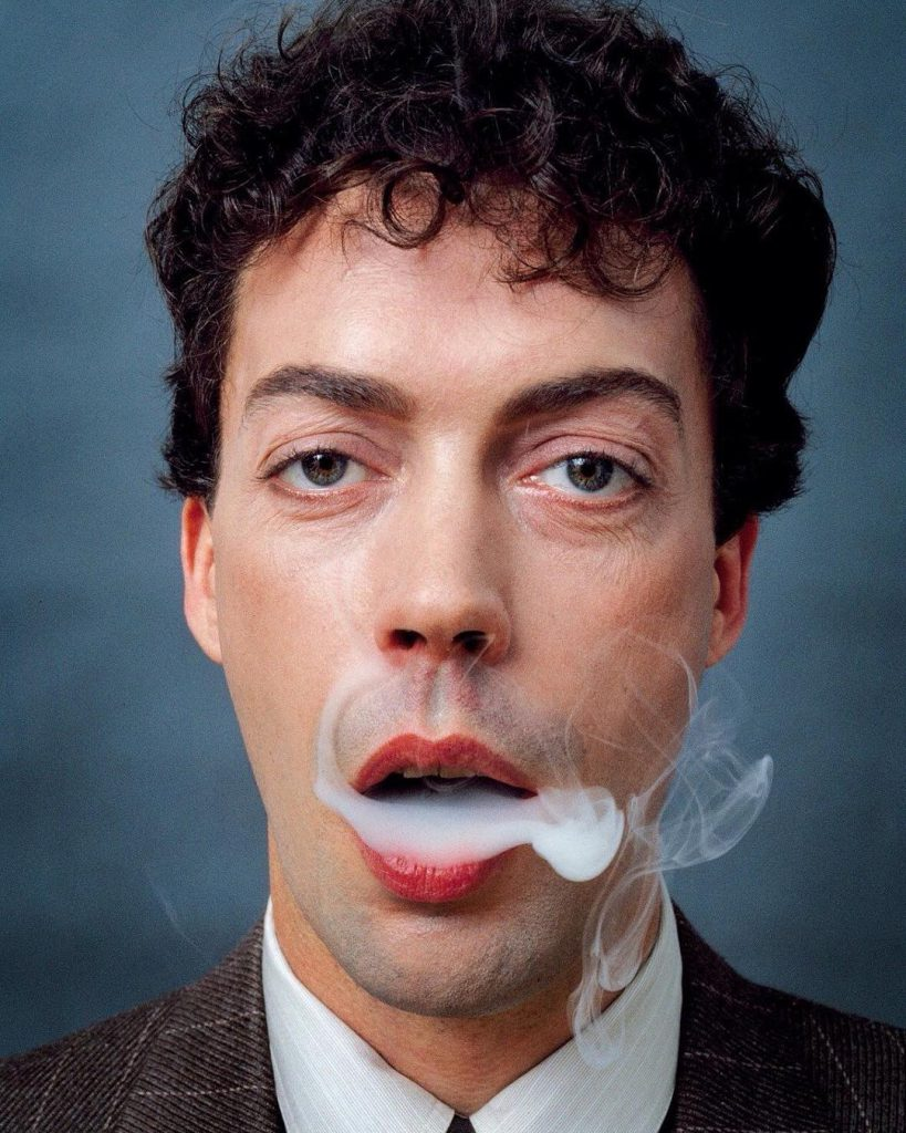 Whos retired actor Tim Curry? Is he dead? Wiki
