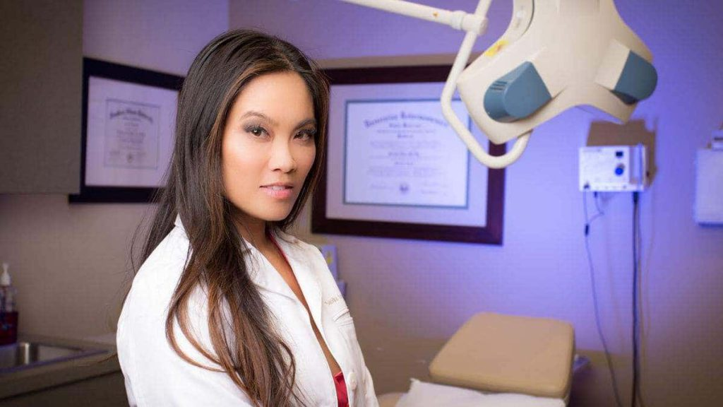 Who is Dr  Sandra Lee a k a Pimple Popper? Bio: Husband, Net